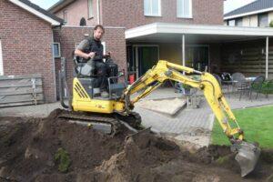 Zwembad uitgraven minikraan 70 cm en loader 4 ton 2